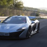 McLaren P1 ... 330km:h on the stright