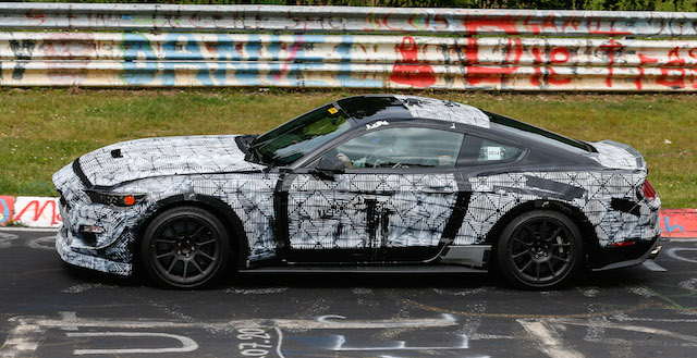 Mustang-SVT-...-said-to-be-running-a-supercharged-5.0-litre-V8-around-the-Nurburgring