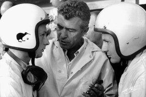 Caroll Shelby talks to Amon (left) and McLaren at Le Mans