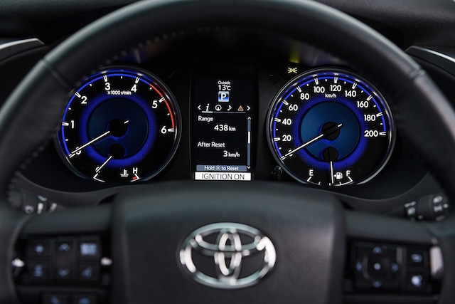 toyota-hilux-reveals-its-new-interior-but-only-for-australians-photo-gallery_7