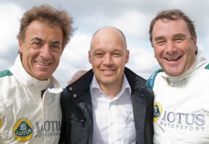Jean Alesi (left) and Nigel Mansell (right) with Robert Lechner, the Lotus driving academy chief