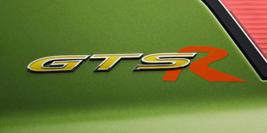 2016-hsv-gts-r-badge