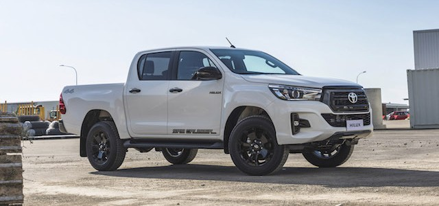 IMAGE- Toyota Hilux SR5 Cruiser 2018, glacier white, side shot copy
