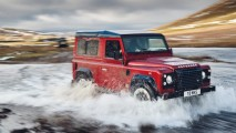 Land-Rover-Defender-V8-70th-Anniversary-Edition-gear-patrol-2-1940x1300
