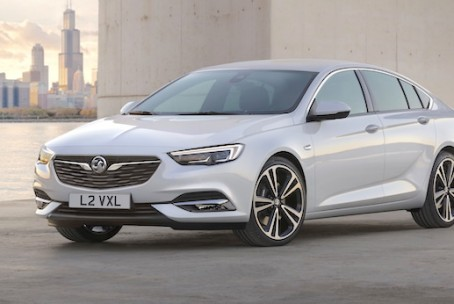 2018-holden-commodore-front-quarter