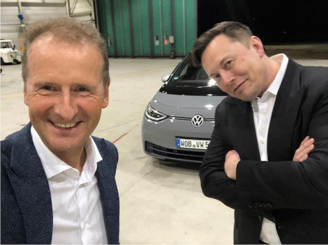 Volkswagen CEO Herbert Diess (left) and Tesla's Elon Musk.